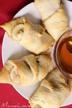 Mama Loves Food!: Banana Honey Blue Cheese Crescents- I will replace the blue cheese with cinnamon sugar to make it actually taste good...