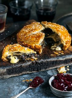 Mushroom and Brie. This is such a brilliant combination – intense, gooey melted cheese and mushroomy goodness encased in golden flaky pastry. Savory Pastry, Flaky Pastry, Savoury Tarts, A Food, Food And Drink, Vegetarian Recipes, Cooking Recipes, Artisan Food, Quiches
