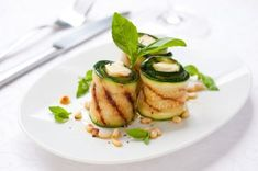 Grilled Zucchini Rolls with Herbs and Goat Cheese: quick & easy done in 23 minutes! Zucchini Rolls, Healthy Zucchini, Grilled Zucchini, Zucchini Pesto, Zucchini Bites, Cooking Zucchini, Grilled Halloumi, Grilled Pizza, Vegetarian Recipes