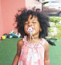 A round banana clip for thick curly hair that isn't shaped like a banana. No hair damage. PuffCuff is the perfect tool for natural curly hair. Cute Black Babies, Beautiful Black Babies, Beautiful Children, Cute Babies, Baby Kind, Pretty Baby, Pretty Girls, Future Daughter, Future Baby