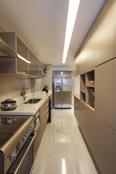 Cozinha com 2 lados de armário, interessante