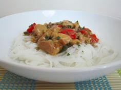 Thai Chicken with Rice Noodles - Damn Delicious Chicken Rice Noodles, Pasta Noodles, Thai Recipes, Asian Recipes, Asian Foods, Thai Chicken, My Cookbook, Spaghetti, Macaroni