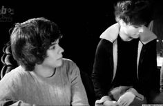 Risultati immagini per harry styles and louis tomlinson hug 2015 Larry Stylinson, Borboleta Harry Styles, Wattpad, Harry Por, No Longer Friends, Fanfiction, One Direction Louis Tomlinson, Find Somebody, Dont Call Me