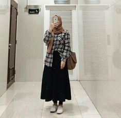 Discover recipes, home ideas, style inspiration and other ideas to try. Modern Hijab Fashion, Street Hijab Fashion, Hijab Fashion Inspiration, Skirt Fashion, Fashion Outfits, Mode Ootd, Mode Hijab, Casual Hijab Outfit, Hijab Chic