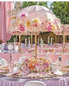 Nossa!!! Que sonho esta decoração. Um casamento ao ar livre é sempre lindo, mas…
