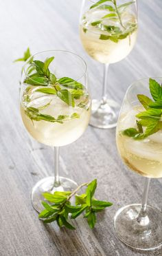 Hugo: Prosecco, Elderflower & Mint - my favourite drink!