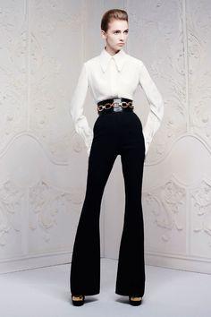 Alexander McQueen - Pre Ready-To-Wear Spring/Summer 2013 at Paris Fashion Week of White Fashion, Look Fashion, Fashion Show, Womens Fashion, Fashion Design, Fashion Trends, 2000s Fashion, Runway Fashion, Korean Fashion