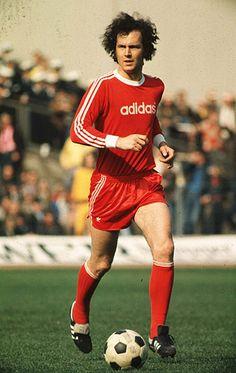 Franz Beckenbauer, Bayern Munich, Germany, center back Football Icon, Best Football Players, Retro Football, Adidas Football, World Football, Vintage Football, Soccer Players, Football Soccer, Football Kits