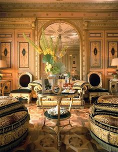 Donatella Versace's living room is a perfect example of Italian luxury at its best. Casa Versace, Versace Mansion, Versace Home, Versace Miami, Versace Versace, Gianni Versace, Beautiful Houses Interior, Beautiful Interiors, Beautiful Homes
