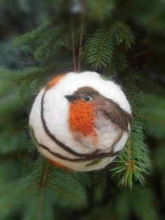 Christmas ball with robin motif - needle felted Christmas ornament - Christmas gift