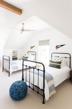 See stunning attic bedrooms, attic kitchens, and attic apartments, and get design and decorating ideas for one of the tiniest spaces in the home. Home Bedroom, Kids Bedroom, Bedroom Decor, Attic Bedrooms, Wall Decor, Bedroom Ideas, Boy Bedrooms, Small Bedrooms, Master Bedroom