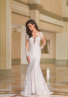 Lace mermaid wedding dress with bateau neckline | Justin Alexander 8870 | http://knot.ly/6496BaIDK