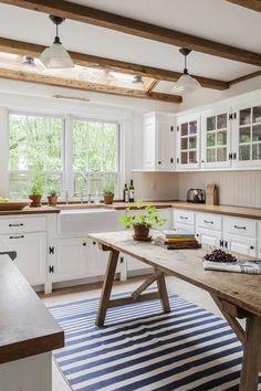 Farmhouse Kitchen Cabinets, Farmhouse Style Kitchen, Modern Farmhouse Kitchens, Home Decor Kitchen, New Kitchen, Home Kitchens, Kitchen Decorations, Farmhouse Design, Farmhouse Decor