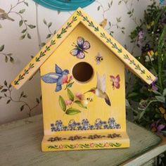 Artículos similares a Handcrafted Yellow Decorative Birdhouse en Etsy Wooden Bird Houses, Decorative Bird Houses, Bird Houses Painted, Bird Houses Diy, Painted Birdhouses, Birdhouse Craft, Birdhouse Designs, House Painting, Painting On Wood