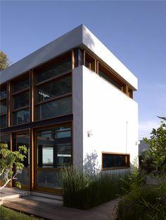 F house / Alroy Hazak architects