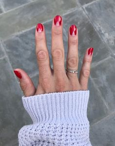 5 Grown-Up Ideas for Christmas Nails (That Aren& Tacky Reindeer) polish art Holiday Nails, Christmas Nails, Green Christmas, Simple Christmas, Shellac, Ballerina, Red Wine Stains, Olive And June, Nails Short