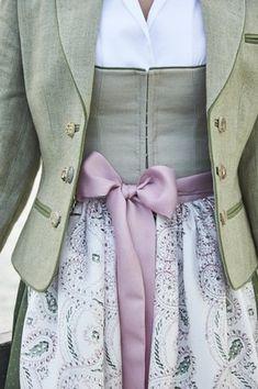 Tostmann Trachten: Alltagsdirndl Traditional Fashion, Traditional Outfits, Pretty Outfits, Pretty Dresses, Pretty Clothes, Drindl Dress, Oktoberfest Outfit, German Fashion, Character Outfits