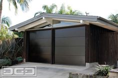 Mid Century Garage Door for a Cliff May's Modern Rancho Style Home in Long Beach - modern - garage and shed - los angeles - Dynamic Garage Door Carriage Style Garage Doors, Custom Garage Doors, Modern Garage Doors, Door Gate Design, Garage Door Design, Garage Exterior, Garage Door Makeover, Modern Ranch, Modern Farmhouse Exterior