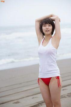 吉岡里帆の美乳強調