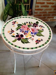 A Mosaic Diy, Mosaic Garden, Mosaic Crafts, Mosaic Projects, Mosaic Glass, Mosaic Tiles, Mosaic Outdoor Table, Outdoor Table Tops, Mosaic Furniture