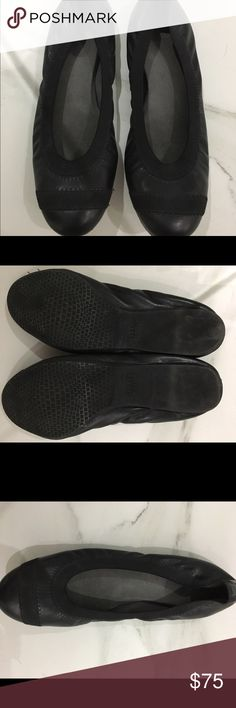 "Stuart weitzman black ""the giveable"" ballet flats Black stretch ballet flats. Super comfortable with lots of cushion on inside. Great condition. Worn once!! Stuart Weitzman Shoes Flats & Loafers"