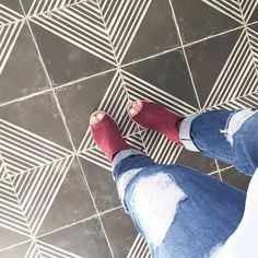 Out touring some #saltlakeparadehomes and stumbled upon this lovely tile! I linked the source as well as my fashion choices to @liketoknow.it . If you don't have it, it's a free service that emails you the direct sources of all the items in my photos! Awesome sauce😀 http://liketk.it/2oYwK #liketkit ✨Also don't forget to check out my blog post today! I updated grandmas vintage bed for my daughters room! Link in my bio😘 #makesmesmilethursday