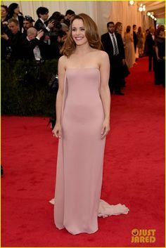 Rachel McAdams Wows in Pale Pink Look on the Met Ball 2014 Red Carpet