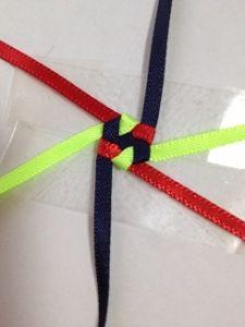 ハワイアンリボンレイ ヘキサグラムレシピ - アラフォーおばちゃんの憂さ晴らし Ribbon Lei, Diy Ribbon, Ribbon Crafts, Ribbons, Box Braids Tutorial, Diy And Crafts, Crafts For Kids, Graduation Leis, Weaving Patterns