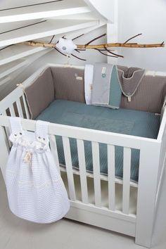 Praktische Koeka Spielzeugbeutel Amsterdam mit Waffelmuster. Zum Aufhängen am Laufgitter oder am Kinderbett.