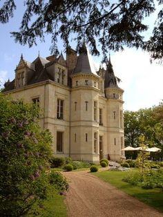 Château de la Verrerie, Loire Valley, France - this beautifully restored Chateau is open to the public as a hotel Architecture Classique, Architecture Old, Beautiful Architecture, Castle House, Castle Ruins, Medieval Castle, Beautiful Castles, Beautiful Buildings, Beautiful Places