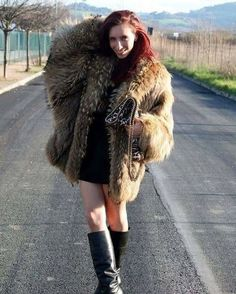 Sable Fur Coat, Fox Fur Coat, Fur Coats, Cold Light Of Day, Fluffy Coat, Fabulous Furs, Sexy Boots, High Boots, Great Women