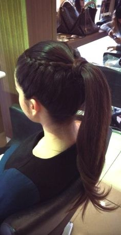 Long Ponytail with Multiple Braids - 40 Best Sporty Hairstyles for Workout – The Right Hairstyles - The Trending Hairstyle Sporty Hairstyles, Trending Hairstyles, Ponytail Hairstyles, Weave Hairstyles, Girl Hairstyles, Front Hair Styles, Curly Hair Styles, Natural Hair Styles, Prom Hair