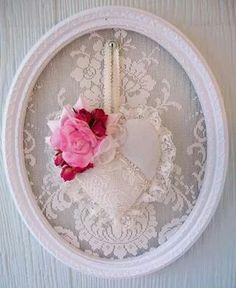 Quadretto decorato con pizzo bianco