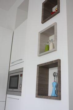 dare movimento alla parete inserendo dei cubi colorati nel muro