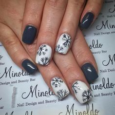 #pretty #grey #snowflakes #snow #holidaynails #elegant #gelnails #nailart #naildesign #nails #handpainted