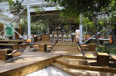Chapultepec Reforma, Mexico City: Located within Bosque de Chapultepec (the largest park in Latin America), this Starbucks acts as a hidden . Cafe Seating, Outdoor Seating Areas, Café Exterior, Interior And Exterior, Coffee Shop Design, Cafe Design, Bistro Design, Store Design, Outdoor Cafe