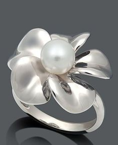 prettty silver and pearl ring