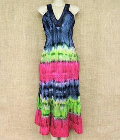 Vestido tiedye longo para seus dias se encherem de cor e alegria.  Por: R$ 8990  Saiba mais envie-nos mensagem ou chame no whatsapp: (13) 98216-6299  #tiedye #modaetnica #indiana #artesanal #hippie