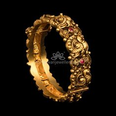 Buy gold bangles decored with exquisite ruby stones online. Choose from a stunning range of latest gold bangles collections. These beautiful pieces of Indian gold bangles will ensure that you look resplendent and dazzling! Bracelets Design, Gold Bangles Design, Gold Earrings Designs, Gold Jewellery Design, The Bangles, Ruby Bangles, Silver Bracelets, Bangle Bracelets, Silver Earrings