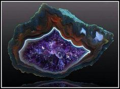Agate with Amethyst ☙CRYSTALS❧ ☙minerals❧ ☙semi. Minerals And Gemstones, Rocks And Minerals, Mineral Stone, Rocks And Gems, Healing Stones, Healing Crystals, Gemstone Colors, Stones And Crystals, Gem Stones