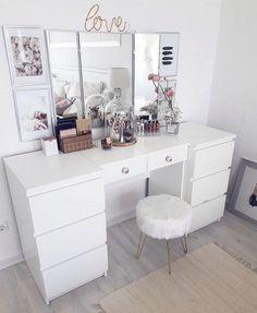 Rangement makeup : C Room Ideas Bedroom, Bedroom Decor, Decor Room, Fairylights Bedroom, Diy Room Ideas, Bedroom Table, Sala Glam, Rangement Makeup, Vanity Room