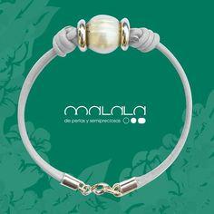 #pulsera de #cuero con #perla  #bracelet #leather #pearl #complemento #diseño #fashionladies #fashiontrendy #handmadejewerly #hechoenespaña #joyasdeautor #moda #mypearlobsession #fashionshopping #hechoamano #joyaspersonalizadas #regalosconmagia #special #tendencia #unique #woman #mode #nature