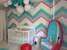 babyzimmer chevron muster wand pompoms babyblau