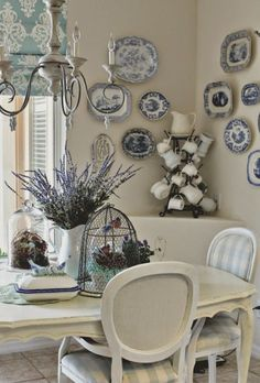 Stunning 80 French Country Dining Room Table and Decor Ideas https://crowdecor.com/80-french-country-dining-room-table-and-decor-ideas/