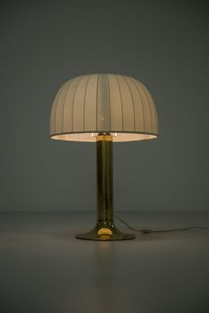 When shopping for a lamp for your home, the choices are almost limitless. Discover the most suitable living room lamp, bedroom lamp, desk lamp or any other type for your particular room. Moroccan Table Lamp, Table Lamps, Desk Lamp, Bedside Lamps Shades, Table Lamp Shades, Metalarte, Victorian Lamps, Home Design, Interior Design