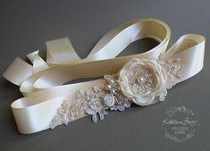 He encontrado este interesante anuncio de Etsy en https://www.etsy.com/es/listing/219315720/vestido-de-novia-de-marco-correa-floral