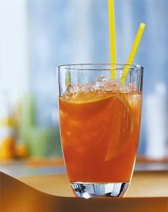 Hagebutten-Mango-Eistee