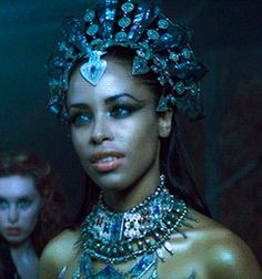 Aaliyah as Akasha. in Queen of the Damned Female Vampire, Vampire Queen, Vampire Art, Vampiro Lestat, Lestat And Louis, Aaliyah Style, Queen Of The Damned, The Vampire Chronicles, Beautiful People