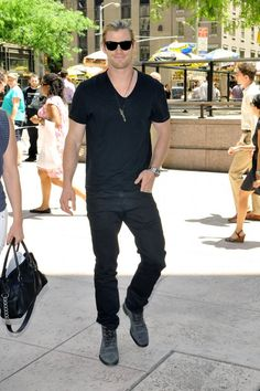 Chris Hemsworrth AG Matchbox Coated Black 1 Chris Hemsworth in AG Adriano Goldschmied Matchbox in Coated Black Pop Fashion, Daily Fashion, Mens Fashion, Snowwhite And The Huntsman, Hemsworth Brothers, Chris Hemsworth Thor, Ag Jeans, People Magazine, Celebs