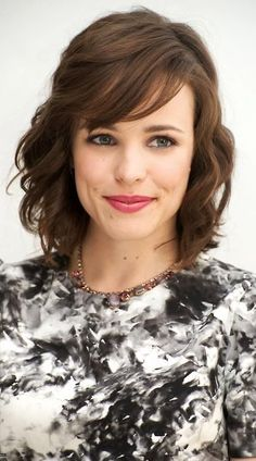 Rachel McAdams - Rachel Hairstyles Because long or short, curly or straight, her hair always looks gorgeous! - Page 16 - Fan Forum Hair Styles 2014, Medium Hair Styles, Curly Hair Styles, Side Bangs With Medium Hair, Shoulder Length Hair With Bangs, My Hairstyle, Pretty Hairstyles, Wedding Hairstyles, Hair Day